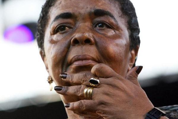 Cesaria Evora au Festival de jazz de Nice le 2 juillet 2006 (Photo AFP/Archives)