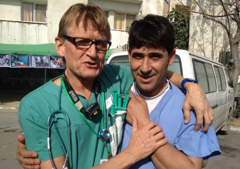 Le Dr Mads Gilbert et son collegue Issam (Photo CB)