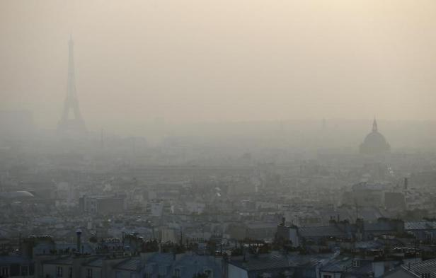 Paris sous un voile de pollution en mars 2014 ©AFP