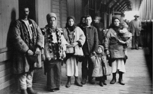 Immigrants galiciens, débarqués à Québec en 1911 (William James Topley)