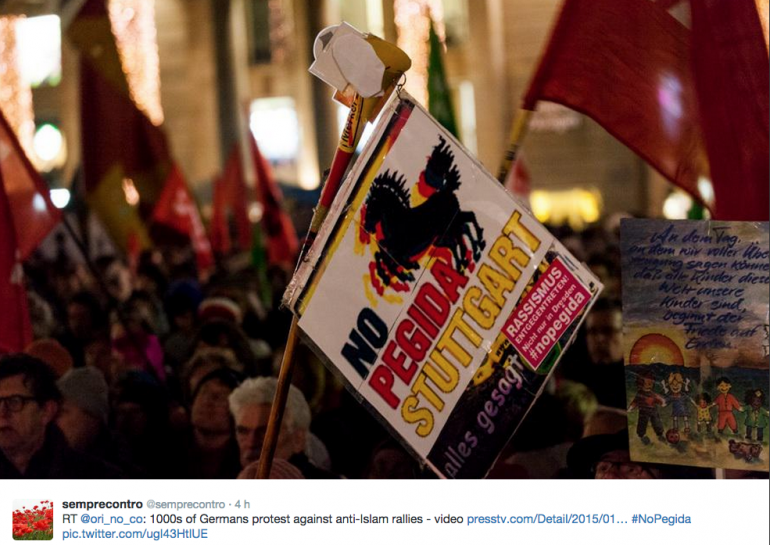 Le tweet d'un internaute reprenant une photo des manifestations contre le mouvement xénophobe Pegida.
