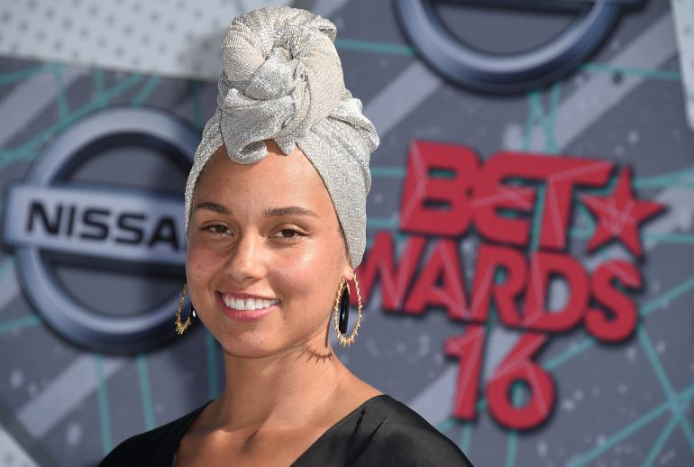 Alicia Keys aux BET Awards de juin 2016, sans maquillage