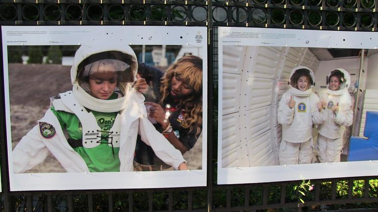 "Exposition ""Space girls, space women"", à Paris."