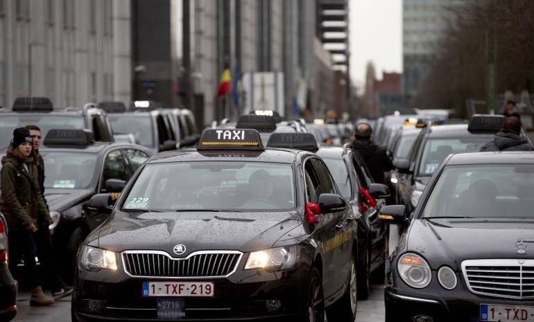 Manifestation de taxis belges contre Uber, à Bruxelles, le 3 mars 2015 (AP Photo/Virginia Mayo)