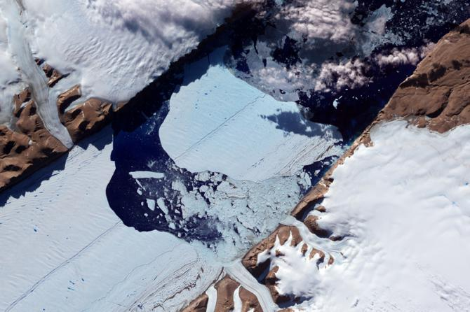 Fonte du glacier Petermann, vue par satellite