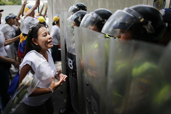Lors de la marche des femmes, le 6 mai 2017, du côté des opposantes au président Maduro.  women march against repression in Caracas, Venezuela, Saturday, May 6, 2017.