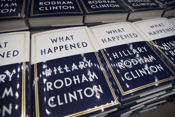 "La version originale du livre d'Hillary Rodham Clinton, ""What Happened"", lors de sa présentation à Washington, le 18 septembre 2017."