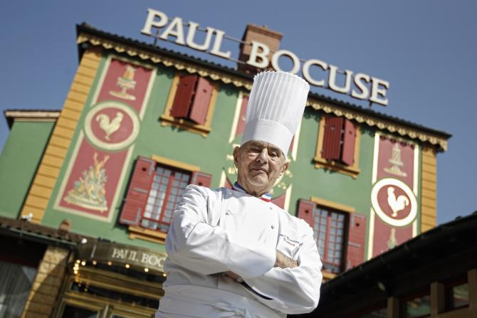 Paul Bocuse le 24 mars 2011 devant son auberge L'Auberge du Pont de Collonges in Collonges-au-Mont-d'or