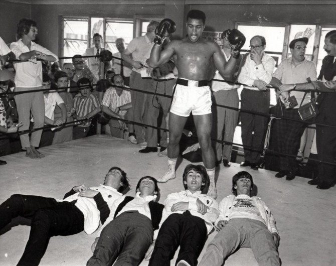 Les BEATLES et CASSIUS CLAY,  séance photo au 5th Street Gym, à Miami, le 18 février 1964.