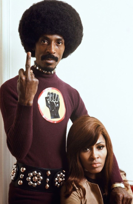 IKE & TINA TURNER Séance photo à l'hôtel George-V, à Paris en février 1971).