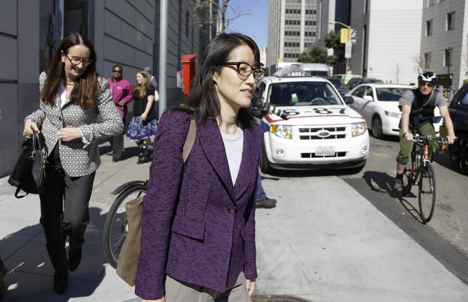 Ellen Pao en compagnie de son avocate Therese Lawless, en février 2015 alors qu'elle poursuivait, pour sexisme, Kleiner Perkins Caulfield and Byers, l'un des plus gros investisseurs de la Silicon Valley.