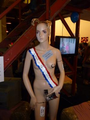 """Body painting sur """"Plastic Cover Girls"""". BC"""