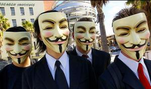 Manifestation d'un groupe Anonymous devant le Scientology Celebrity Center de Los Angeles en février 2008. <br/>