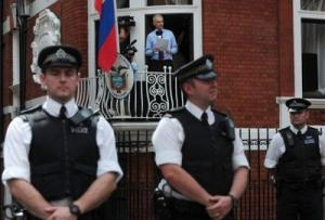 Julian Assange à l'ambassade de l'Equateur /Photo AFP