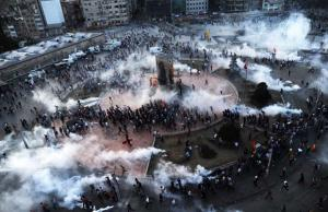 Affrontements entre les manifestants et la police place Taskim / Photo AFP