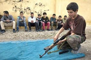 Un enfant soldat syrien / Photo AFP