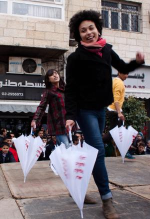 Chorégraphie sur « Break the Chain », chanson officielle de la campagne One Billion Rising, Ramallah, 15/02/2014  ©Julie Couzinet