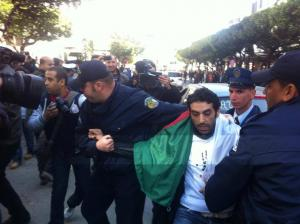 Interpellation de manifestants à Alger en mars 2014