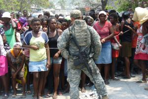 Soldats américains à Port-au-Prince<br/>(photo Pascal Priestley / TV5monde, mars 2010)