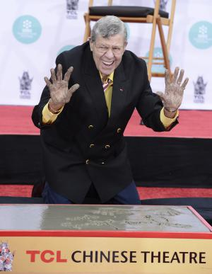 Jerry Lewis honoré le 12 avril 2014 au TCL Chinese Theatre à Los Angeles.