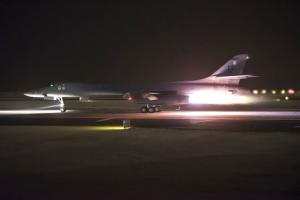 Avion de la coalition quittant une base du Qatar pour bombarder la Syrie le 14 avril 2018.<br />