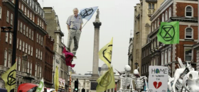 <p>Le mouvement Extinction Rebellion lors d'une manifestation à Londres.<br />