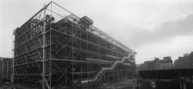 Le centre Beaubourg durant sa construction.<br />