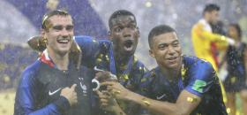 Antoine Griezmann, Paul Pogba, et Kylian Mbappé, champions du monde.